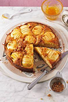 Die Mandel-Note, die so fantastisch zum Apfel passt, zieht sich durch - vom Rührteig bis zu den Amarettini-Bröseln obendrauf. Zum Rezept: Versunkener Apfel-Marzipan-Kuchen