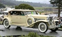 1931 Duesenberg J Derham Tourster. Pebble Beach Concours Best in Class winner. © Rod Hatfield You are in the right place about Classic Cars and girls Here we offer you the most beauti Cars Vintage, Retro Cars, Antique Cars, Duesenberg Car, Used Car Prices, Roadster, Pebble Beach Concours, New And Used Cars, Car Car
