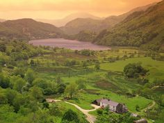 Beautiful Mountains In Gwynedd,Wales Between Two Worlds, Around The Worlds, Cool Places To Visit, Places To Travel, Snowdonia, Dream Vacations, Great Britain, Wonders Of The World, Beautiful Places