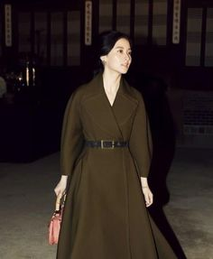 Korean actress Lee young ae Royal Fashion, Pop Fashion, Fashion Outfits, Womens Fashion, Fashion Design, Winter Fashion, Korean Beauty, Asian Beauty, Lee Young