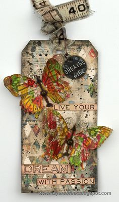 Layers of ink - Textured Butterflies Tag Tutorial by Anna-Karin, made with Sizzix dies and other products by Tim Holtz. Atc Cards, Card Tags, Gift Tags, Tag Art, Timmy Time, Handmade Tags, Paper Tags, Butterfly Cards, Artist Trading Cards