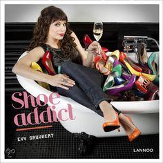 Shoe Addict - Evy Gruyaert - 9789020988710. Shoe addict is het schoenenboek bij uitstek voor zelfbewuste fashionista's. Het boek zit boordevol interessante tips, do's en don'ts, de nieuwste trends en coolste designers, maar ook de absolute basics en tijdloze klassiekers...GRATIS VERZENDING IN BELGIË - BESTELLEN BIJ TOPBOOKS VIA BOL COM OF VERDER LEZEN? DUBBELKLIK OP BOVENSTAANDE FOTO!