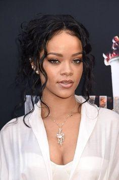 Rihanna couture MTV award Makeup