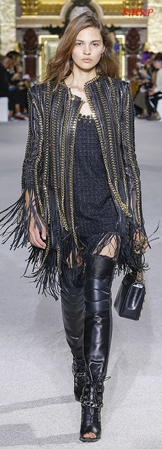 The complete Balmain Spring 2018 Ready-to-Wear fashion show now on Vogue Runway. Balmain, Couture Fashion, Runway Fashion, Womens Fashion, Look Fashion, High Fashion, Camille Hurel, Ethno Style, Dolly Fashion