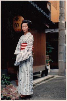 "tofuist: ""  Maiko photographs by kofuji """