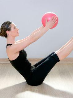 Pilates ist als effektives Ganzkörpertraining bekannt. Besonders ein schwacher Beckenboden kann von dem sanften Muskeltraining profitieren.