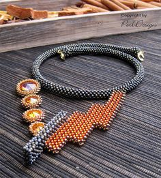 Dual Collier Unikat by perldesign on Etsy Seed Bead Necklace, Beaded Necklace, Beaded Bracelets, Necklaces, Bronze Gold, Right Angle Weave, Geometric Necklace, Beads And Wire, Beaded Jewelry
