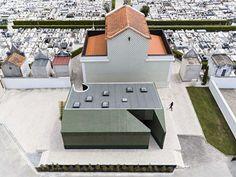 WHERE IS THE TOILET, PLEASE?   M2.senos arquitectos