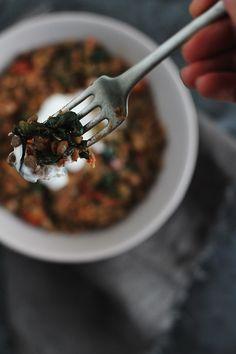 Mancare de linte cu spanac 2-s Healthy Meals, Healthy Recipes, Delicious Food, Tableware, Ethnic Recipes, Kitchen, Health Recipes, Cooking, Dinnerware