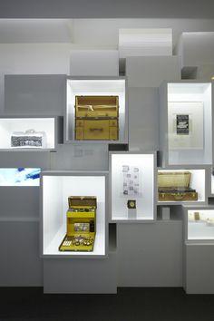 Louis Vuitton. Šviečiantys iš vidaus kubai eksponavimui.