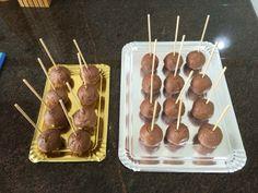 Cake pops de bizcocho de calabaza con mascarpone y cobertura de chocolate con leche