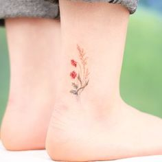 55 Perfectly Flower Tiny Tattoos You'll Love to Copy - Page 16 of 55 - Kornelia Beauty Delicate Tattoo, Dainty Tattoos, Subtle Tattoos, Pretty Tattoos, Mini Tattoos, Beautiful Tattoos, Tasteful Tattoos, Flower Wrist Tattoos, Small Flower Tattoos