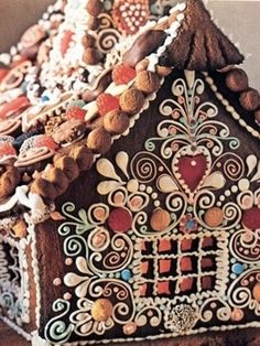 Ornate gingerbread house... SOOO doing one of these this year!
