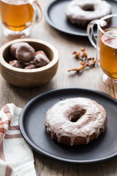 Apple Cider Donuts are the seasonal treat you can make at home. So good! #sponsored #CriscoCreators