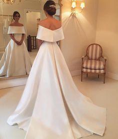 This @wanda_borges #weddingdress is giving us #princessbride vibes. So stylish! #styleperfect #aisleperfect . . . . . . . . . . #regram…
