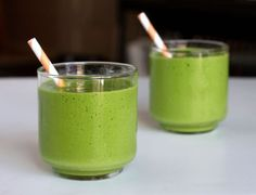 Green smoothies are power packs of liquid gold - find here green smoothie recipes that can totally transform your health (including heavy metal detox smoothie) Nutribullet Recipes, Detox Recipes, Healthy Recipes, Healthy Food, Healthy Protein, Juice Recipes, Stay Healthy, Healthy Green Smoothies, Green Smoothie Recipes
