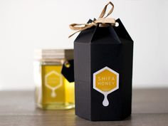 Shifa Honey Packaging Honey Packaging, Food Packaging Design, Bottle Packaging, Packaging Design Inspiration, Honey Jar Labels, Honey Label, Honey Jars, Cadeau Client, Honey Bottles