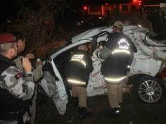 Fisioterapeuta morre em colisão entre carro e caminhão na BR-230, na PB