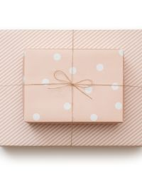 pale pink reversible wrapping paper from sugar paper Wrapping Ideas, Wrapping Gift, Creative Gift Wrapping, Creative Gifts, Paper Wrapping, Paper Packaging, Pretty Packaging, Gift Packaging, Packaging Ideas