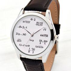 Originelle und ausgefallene Unisex Uhr mit mathematischen Formeln anstelle von Zahlen auf weißem Hintergrund. Uhrengehäuse Beschichtung Farbe: Silber (IP Plating) Typ: Frauen Uhren, Herrenuhr Zifferblatt Durchmesser: 3,8 cm ca. 1,5 Zoll Anlass: Mathe Lehrer Geschenk,