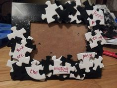 An adorable photoframe inspired my classic black and white combo and some old puzzles. Really easy and cute diy project.