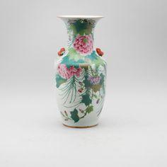 Vaso em porcelana Chinesa do inicio do sec.20th, 42cm de altura, 2,860 USD / 2,450 EUROS / 10,180 REAIS / 18,290 CHINESE YUAN https://soulcariocantiques.tictail.com