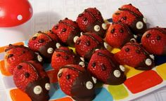 Ladybugs made of strawberries and chocolate - Fingerfood - Anniversaire Fruits For Kids, Ballerina Cakes, Dessert Aux Fruits, Ladybug Party, Food Humor, Creative Food, Healthy Kids, Baby Food Recipes, Finger Foods
