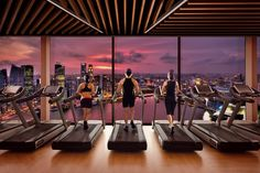 Gym with a view of downtown Singapore at Marina Bay Sands Hotel Fitness Design, Gym Design, Sands Hotel Singapore, Pilates, Hotel Gym, Gym Interior, Gym Lockers, Gym Room, Wellness Spa