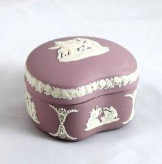 Trinket box*** Cake Icing, Wedgwood, Trinket Boxes, Stoneware, Lilac, Shapes, Decor, Pork, Decoration