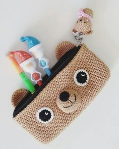 Crochet keychain doll bags 27 Best ideas - top crop , polos cortos , dresses , summer crochet projects for kids Crochet Pencil Case, Crochet Pouch, Crochet Diy, Crochet Keychain, Crochet Purses, Crochet Gifts, Crochet For Kids, Crochet Dolls, Crochet Stitches