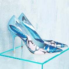 A floral pump for a modern but classically-feminine look.