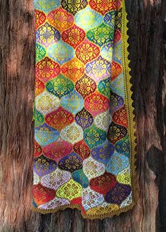 A brightly colored shawl inspired by tiles and ceramics from the Persian Safavid Dynasty. Inspiration häkeln Quadrate Safavid pattern by Kieran Foley Knitting Stitches, Hand Knitting, Knitting Patterns, Crochet Patterns, Knitted Afghans, Knitted Blankets, Alpaca Blanket, Fair Isle Knitting, Knitting Projects