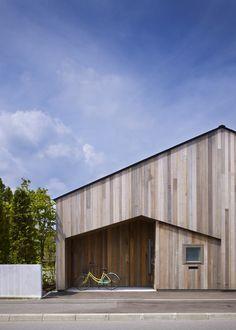 Maison en bois géométrique …