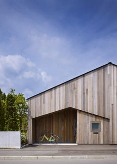 I like the geometric shapes and the vertical variegated timber cladding.