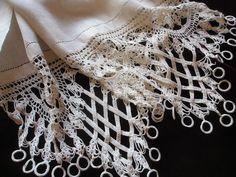 vintagewares:  Linen runner with unusual crocheted edging