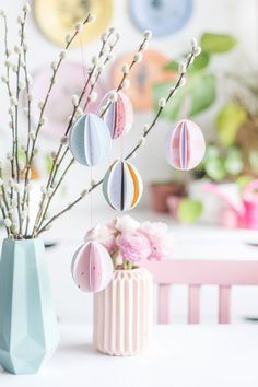 Creative DIY idea to do it yourself: Easily sew paper eggs – DIY idea for Easter decoration with step by step tutorial Creative DIY idea to do it yourself: Easily sew paper eggs – DIY idea for Easter decoration with step by step tutorial Diy Craft Projects, Diy Crafts, Diy Osterschmuck, Diy Girlande, Diy Easter Decorations, Easter Crafts For Kids, Fairy Dust, Pin Collection, Happy Easter