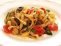 Linguine al branzino Linguine, Gnocchi, Pasta Dishes, Spaghetti, Eat, Ethnic Recipes, Sally, Christmas Diy, Food