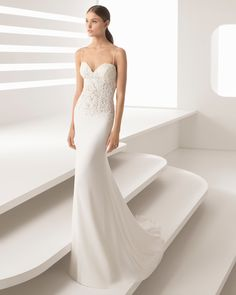 The crepe in this sophisticated sheath wedding dress is what gives it its beautiful drape. It comes with a sensationally sensual sweetheart neckline with spaghetti straps. 2018 Rosa Clará Collection.