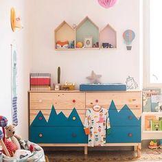Cômoda de pinus personalizada em um lindo quarto infantil. Fonte: Petit & Small