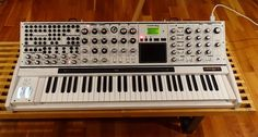 MATRIXSYNTH: Limited Edition White MOOG VOYAGER XL