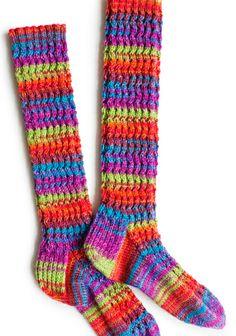 Mä kun olen rriippuvainen villasukista ja väreistä, tässä  näitä olis...