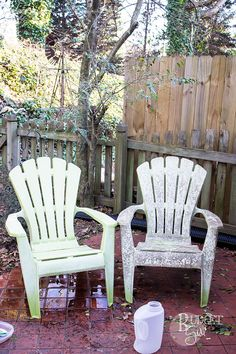 Need a cheap and simple way to clean plastic patio chairs? It doesn't get much simpler than vinegar!