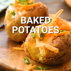 A Baked Potato thats perfectly salty, crisp on the outside and light and fluffy on the inside! Make restuarant quality baked potatoes made at home! Quick Baked Potato, Perfect Baked Potato, Baked Potato Recipes, Oven Recipes, Cooking Recipes, Skillet Recipes, Cooking Gadgets, Potatoe Skins Recipe, Potato Skins