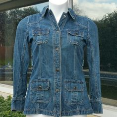 (S5) Old Navy Denim Jacket (Near New Condition) Old Navy button up denim jacket. Old Navy Jackets & Coats Jean Jackets