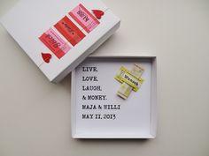 """Geldgeschenk Hochzeit ♥ live, love, laugh - wie hübsch ist das denn! gesehen bei Dawanda - eine supersüße Idee von """"schnurzpieps"""""""