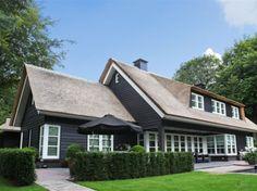 Villa met rieten dak, Hilversum.