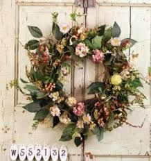 How to make a wreath from your garden--great idea! Useful directions too. I should see if @zjereb wants to make one with me!