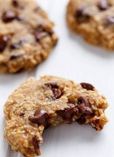No flour, oil, refined sugars, low fat AND low calorie! Healthy Breakfast Cookies are super easy to make! Perfect for meal prep! Cookies Healthy, Healthy Desserts, Healthy Food, Healthy Recipes, Vegan Sweets, Healthy Baking, Healthy Life, Monkey Bread, Easy Cookie Recipes
