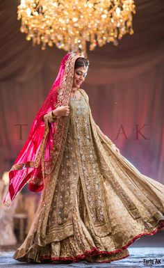 The Pakistani Bridal Dresses 2017 reveal shades and designs for shaadi season.Collection of the most beautiful Pakistani Bridal dresses Pakistani Bridal Lehenga, Pakistani Couture, Pakistani Wedding Dresses, Pakistani Outfits, Indian Dresses, Indian Outfits, Walima, Wedding Lehanga, Bollywood Wedding