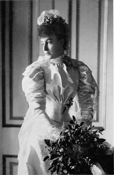 1895 Hélène d'Orléans on her wedding day, this goes to all of the famous queens, Super interesting!!! :)